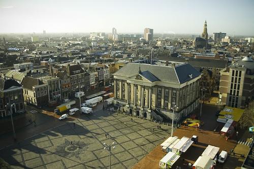 Grote Mark in de historische binnenstad van Groningen (bron: Wikipedia - Mrmiddel)