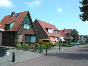 Openbare ruimte in Lutjewinkel in Hollands Kroon (bron: Wikimedia Commons - Dolfy)